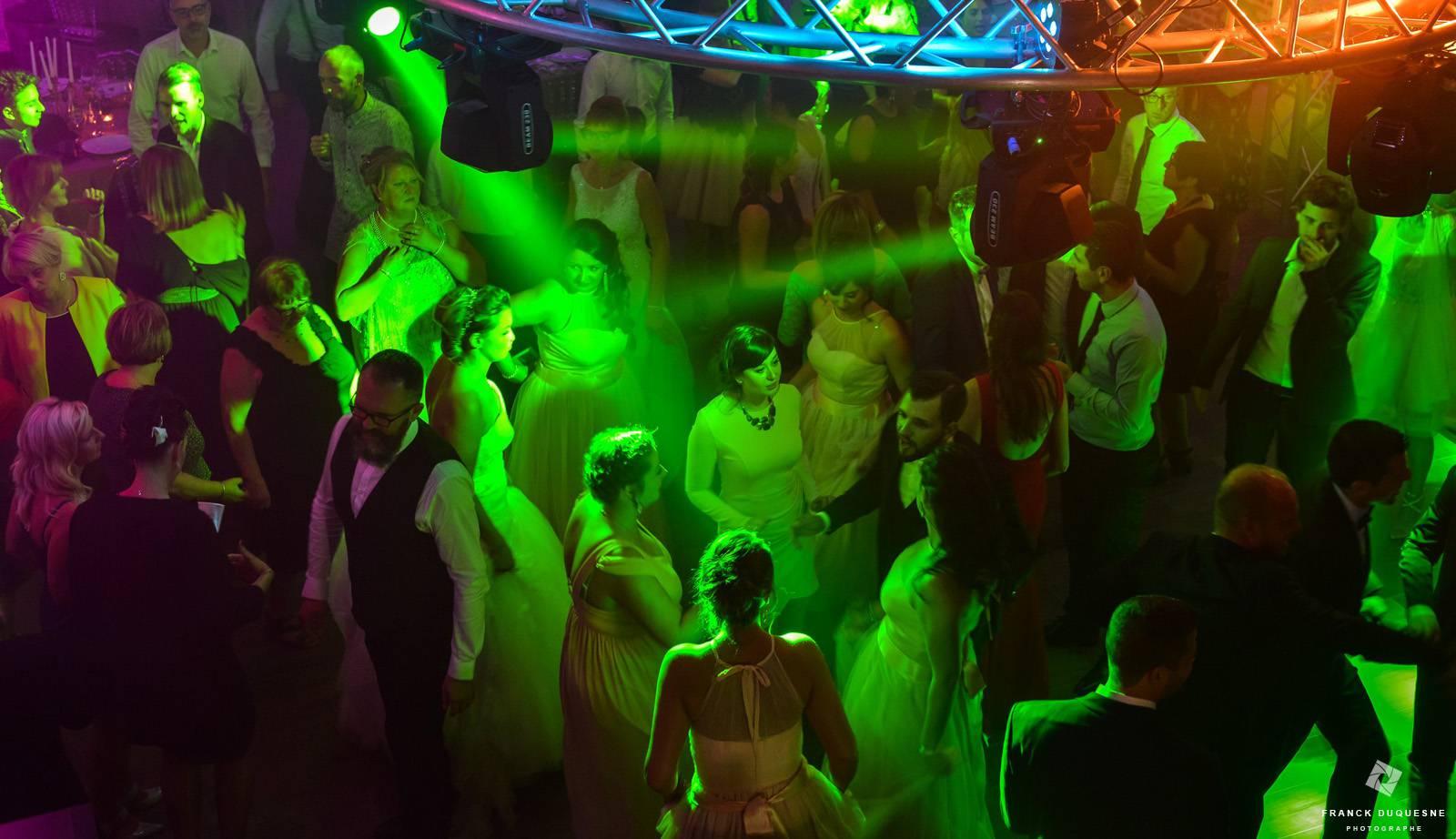 ambiance lumineuse lumière verte soirée de mariage