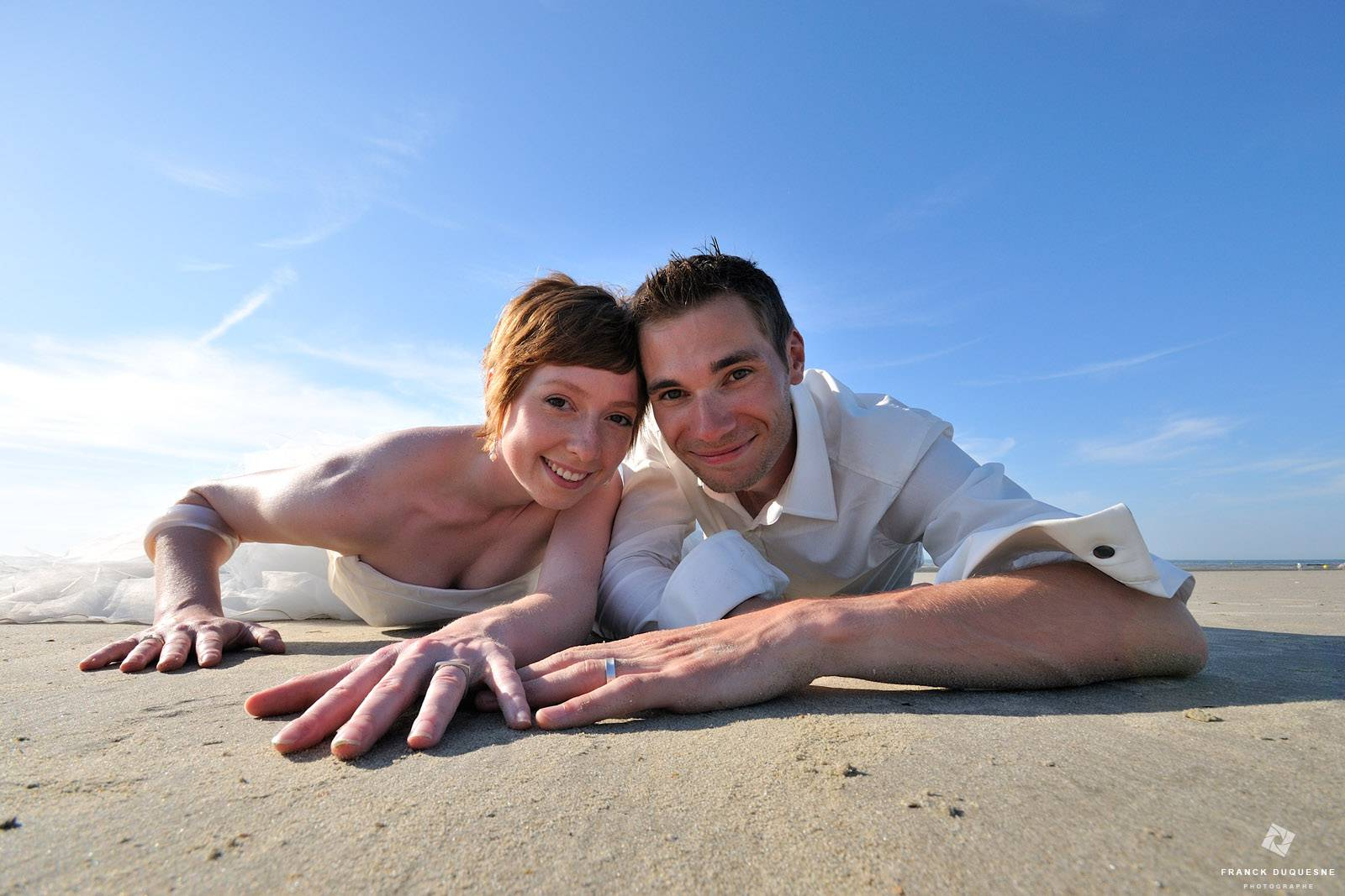 photo de mariés à la mer