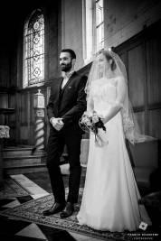 Photo noir et blanc mariage à l'église