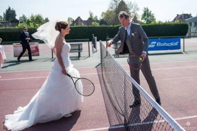 les mariés joues au tennis Bois Grenier