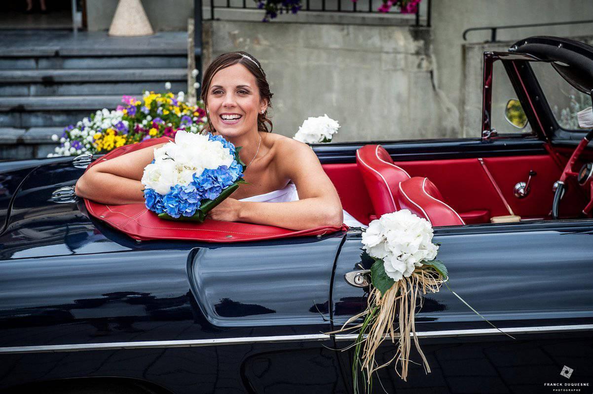 Mariage à Nieppe voiture décapotable cuir rouge