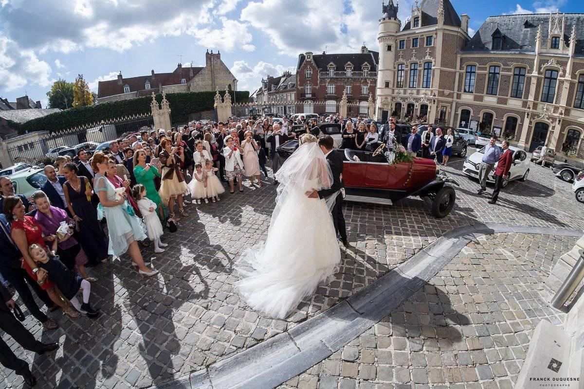 sortie de mariage à la mairie d'Arras